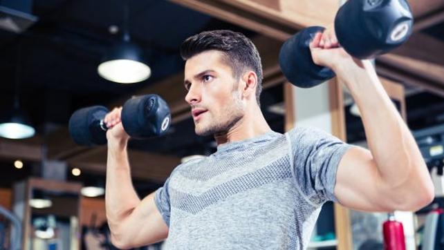 Come cominciare ad allrnarsi per aumentare la massa muscolare